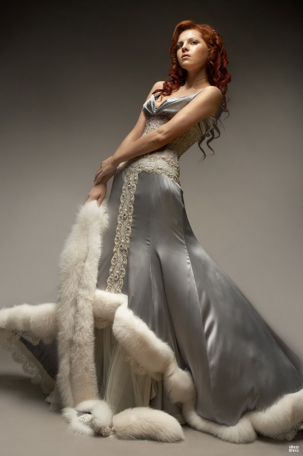 фото свадебного платья с мехом